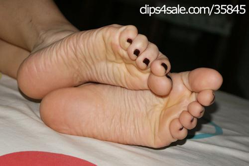 black toes foot fetish